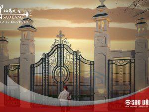 Cổng nhà thờ công giáo